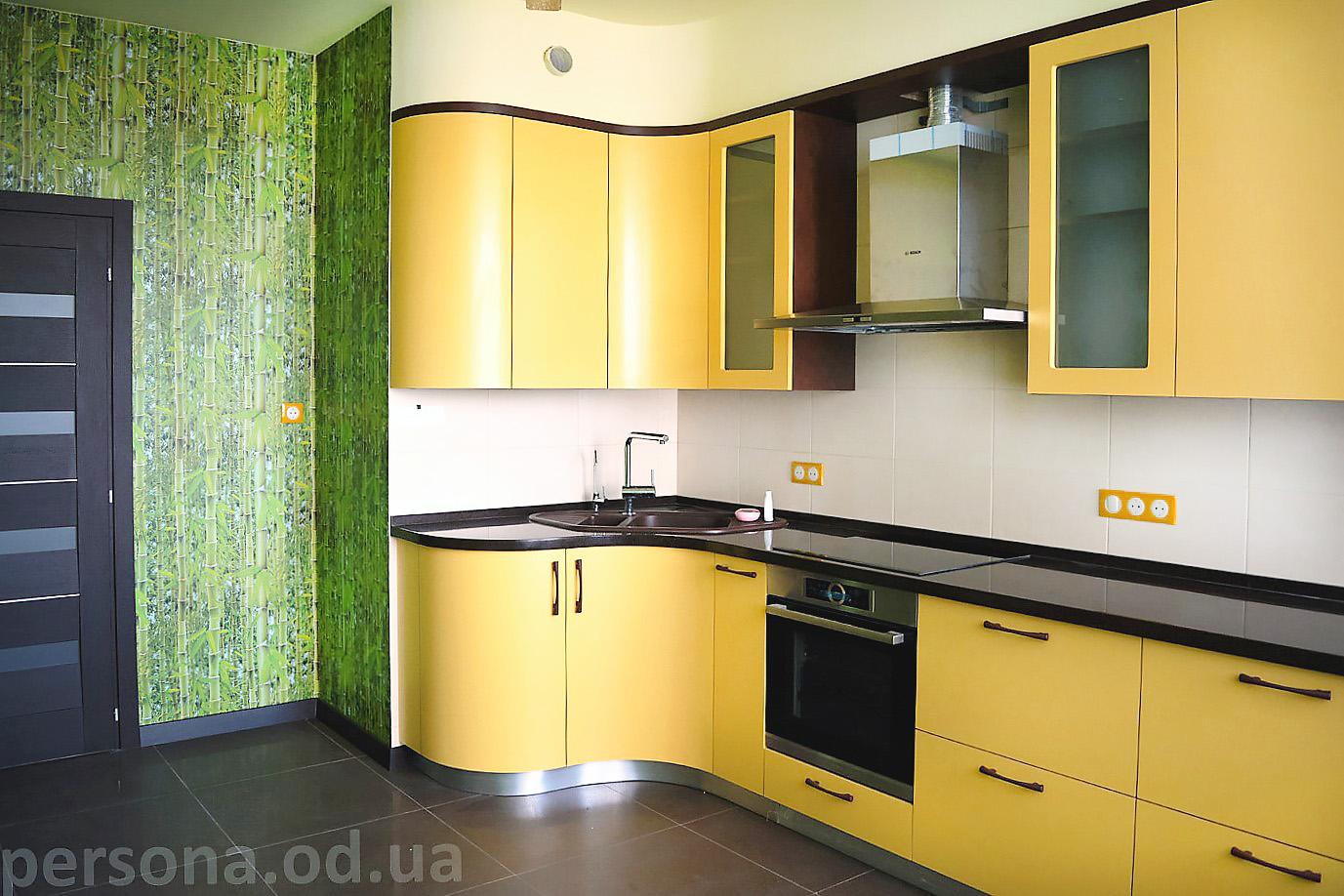 Желтая кухня в Одессе фото>компания Персона