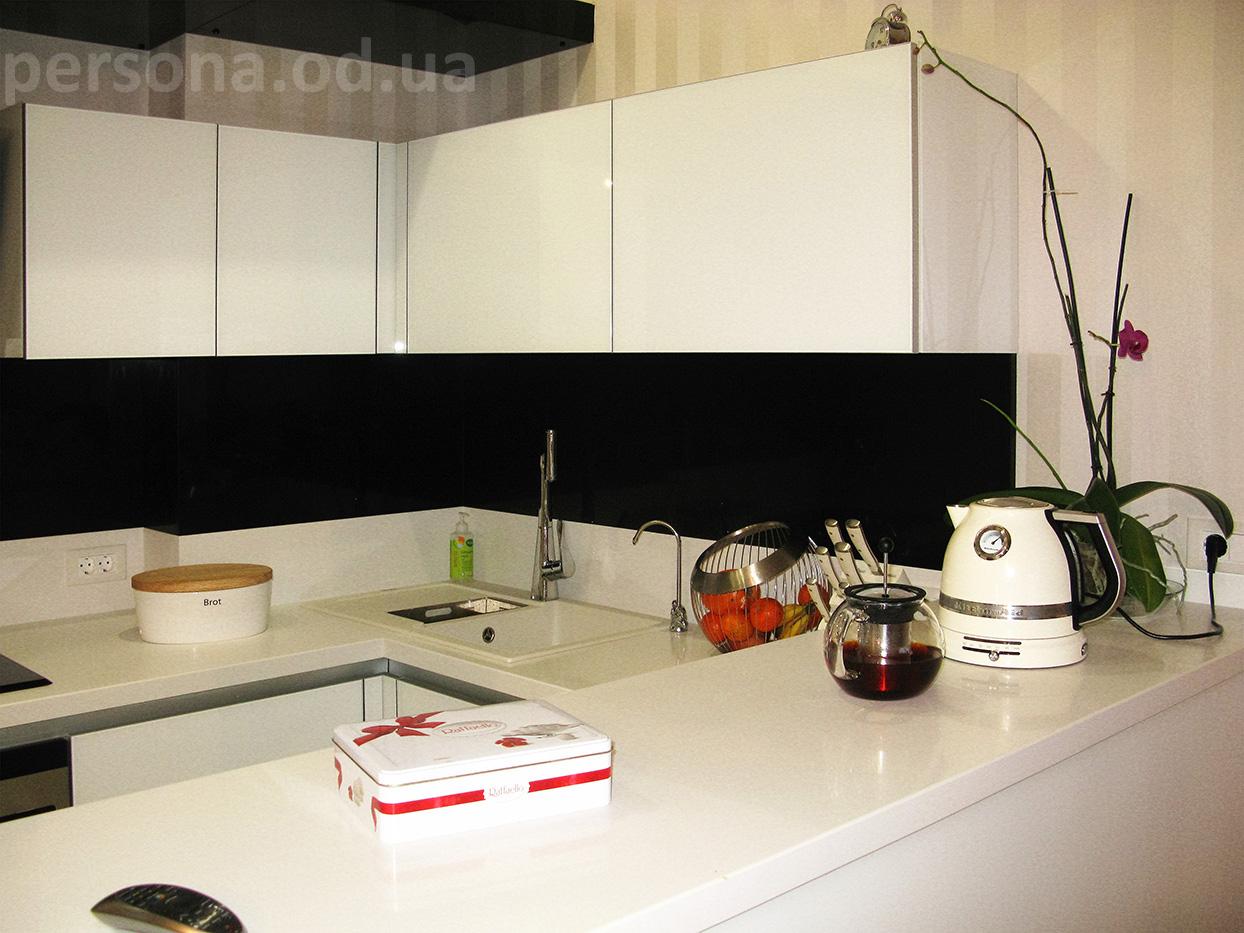 черно белая кухня студия на заказ в одессе